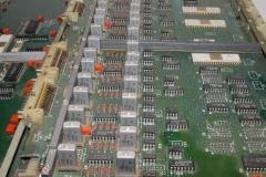 плата с радиодеталями от промышленного оборудования